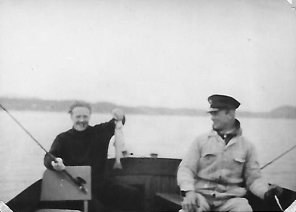 1935. Ørretfiske i Oslofjorden. Carl H. Hudtwalcker og kaptein Borge