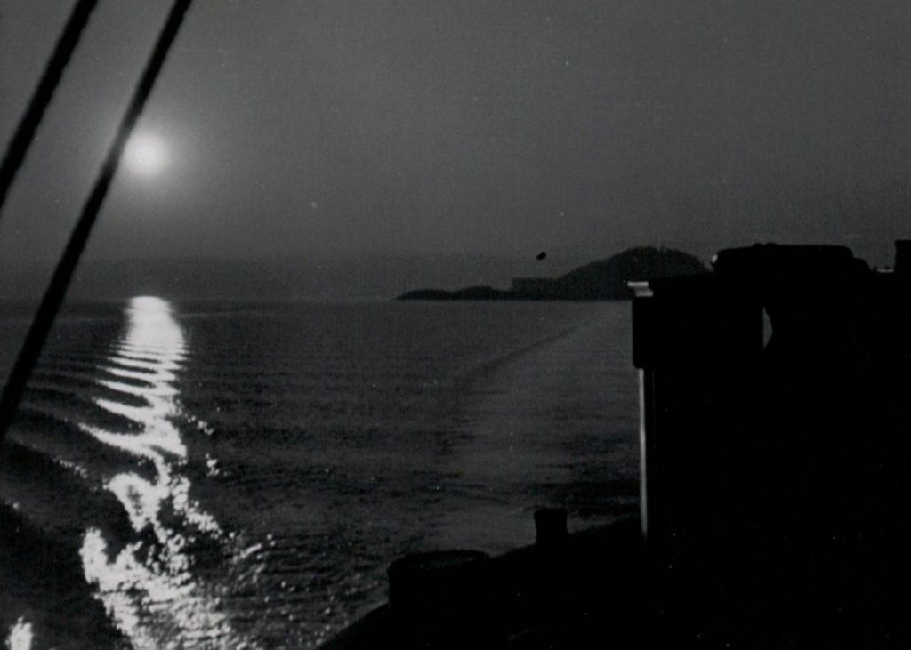 """Husbergøya, desember ettermiddag 1935, fra dekket på frakteskøyta """"Brækne III"""""""