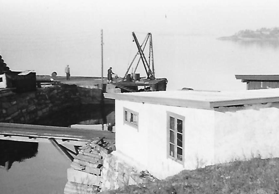Den nye fabrikken reiser seg. 1950
