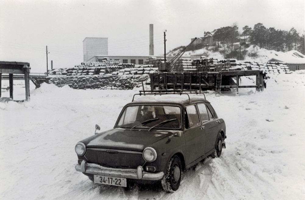 Bil med reg nr 34-17-22 foran Husbergøya